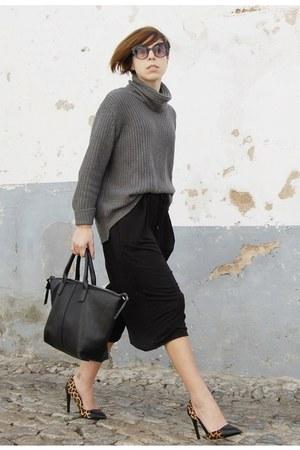 charcoal gray Zara sweater - black Parfois bag - black pull&bear shorts