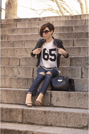 navy sandals pull&bear jeans - black t-shirt Stradivarius jacket