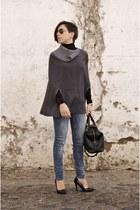 camel cape Ray Ban sunglasses - navy heels Bershka jeans