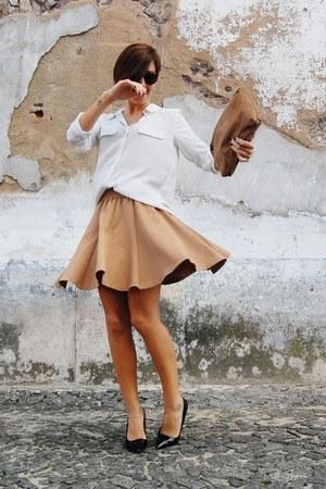 camel Origem skirt - white Mango shirt - light brown vintage bag