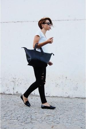 black ripped pull&bear jeans - black tote Parfois bag - black sunglasses