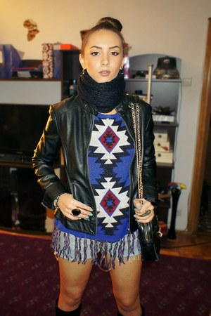 blue aztec print thrifted sweater - black boots - black Zara jacket