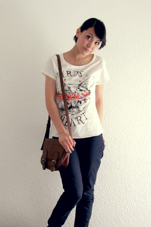 navy jeans - white kitty t-shirt