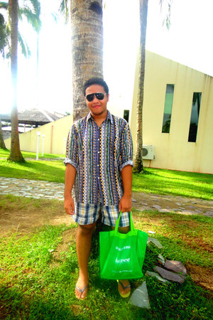 thrifted shirt - green canvas grocery SM bag - Mossimo shorts - black Aldo sungl