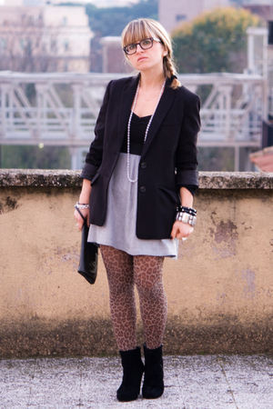 black H&M t-shirt - black H&M blazer - gray Zara skirt - brown H&M tights - blac
