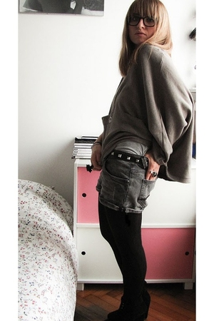 gray Zara top - gray Zara shorts - black thrifted belt - black Zara boots - Fash