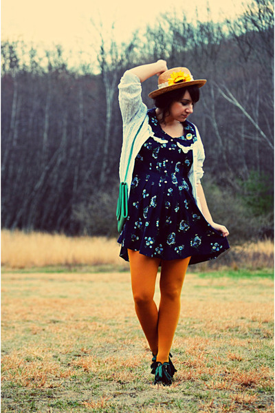 camel sunflower thrifted vintage hat - navy thrifted vintage dress