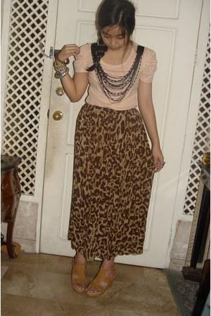 leopard print skirt - nude wedges - pink top - silver ring - bracelet