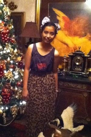leopard print eastwood skirt - grey  pink artwork top - apostrophe accessories