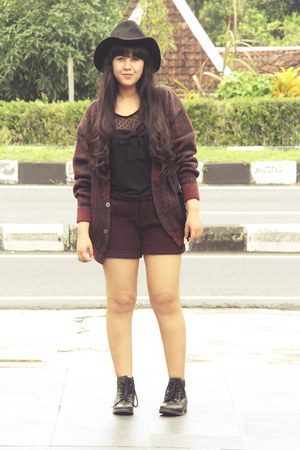 crimson chunky vintage cardigan - black leather ankle Topshop boots