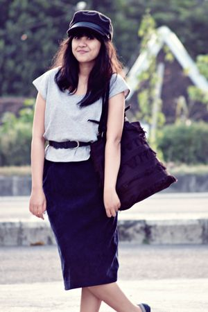 gray sash t-shirt - blue Thrift Store skirt - blue vintage belt - gray Cosmic ha