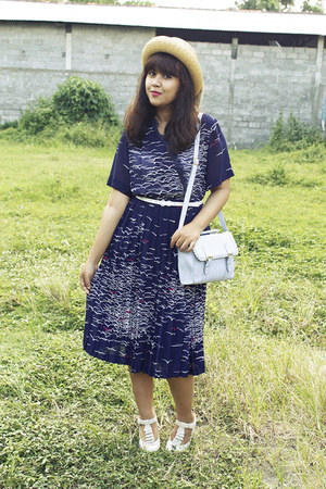 navy swallow wrap vintage dress - beige vintage hat - periwinkle asos bag