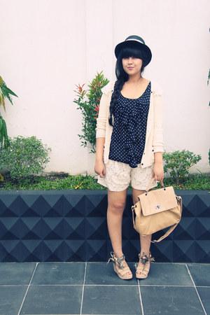 beige lacey Zara shorts - black bow random hat - nude croc satchel Minimal bag