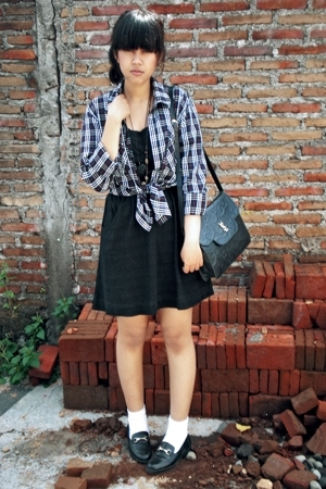 black Yves Saint Laurent purse - black loafer flats vintage shoes