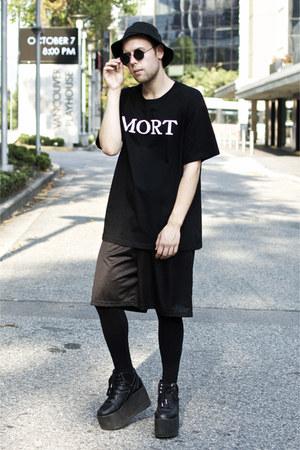vintage hat - Vancaissey shirt - vintage shorts - YRU sneakers