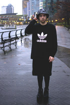 Adidas t-shirt - Original Chuck hat - H&M leggings - American Apparel shirt
