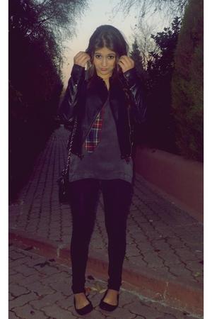black Topshop coat - gray Massimo Dutti t-shirt - red H&M vest - black Zara shoe