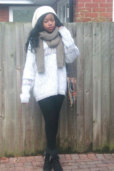c127fce5b oversized vintage sweater - black wedge boots - beanie forpen hat - H&M  leggings