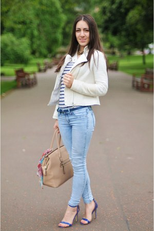 white jacket - skinny jeans jeans - tan hand bag - blue sandals heels