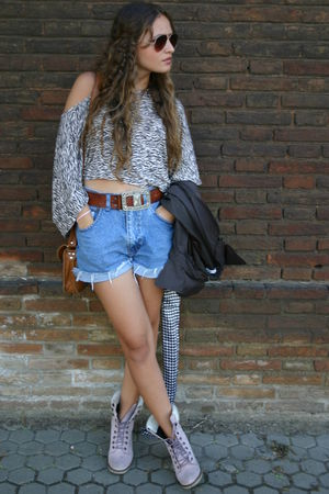 brown cropped top Primark shirt - pink boots - blue vintage shorts