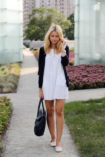 white Zara shoes - white BNP dress - navy H&M sweater - navy etorebkapl bag