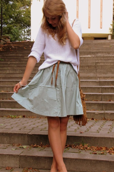 H&M skirt - F&F sweater - Primark bag