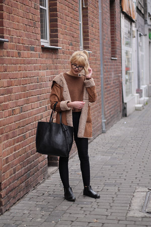 bronze Stradivarius coat - black Bershka bag - bronze Calliope blouse