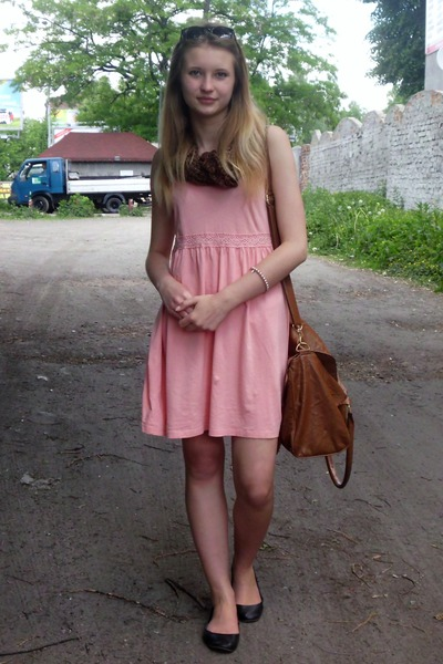 peach dress with black shoes