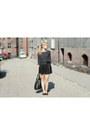 Black-manzana-bag-black-c-a-skirt-black-second-hand-t-shirt
