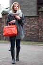 Dark-gray-second-hand-coat-navy-h-m-jeans-carrot-orange-mohito-bag