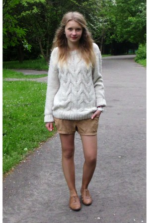 red bracelet - brown shoes - ivory sweater - camel shorts - white watch