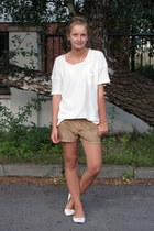 white Bershka shoes - ivory Mango sweater - light brown Pimkie shorts