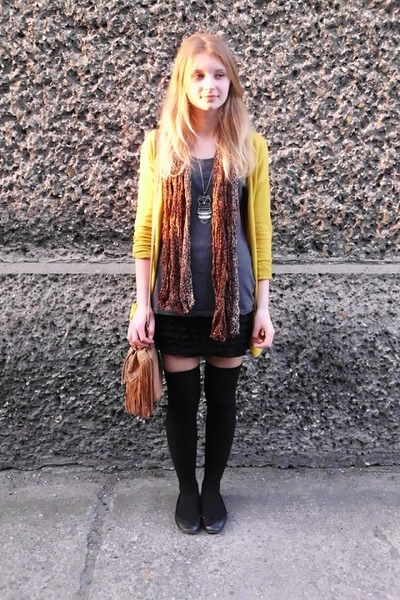 Bershka cardigan - Amisu shirt - H&M scarf - Primark bag