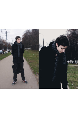 black nike shoes - black H&M coat - black Levis jeans - gray scarf - black Sisle