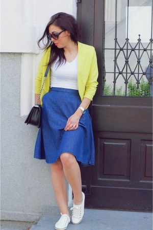 midi skirt - lemon blazer - v neck t-shirt - white sneakers