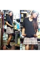 eggshell Kizzy skirt - black Je Voudrais hoodie - cream thrifted wedges
