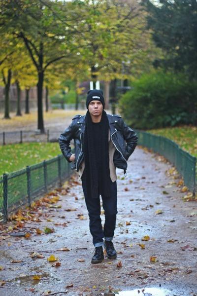 black leather Dr Martens boots - black Life Time Dream hat