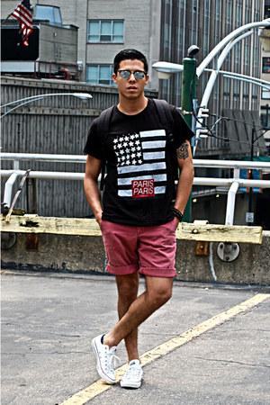 black Eleven Paris t-shirt - Ray Ban sunglasses - white Converse sneakers