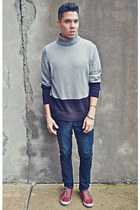 black Guess jeans - gray sweater - ruby red Urban Outfitters sneakers