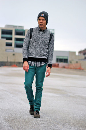 charcoal gray Clarks boots - teal Zara jeans - charcoal gray Carhartt hat