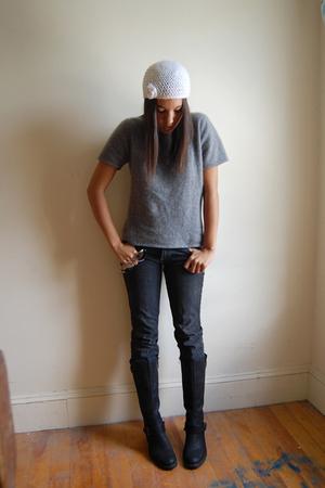 shirt - hat - jeans - boots