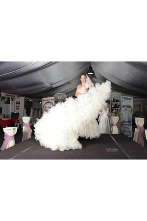 white Stefanias trendy look dress