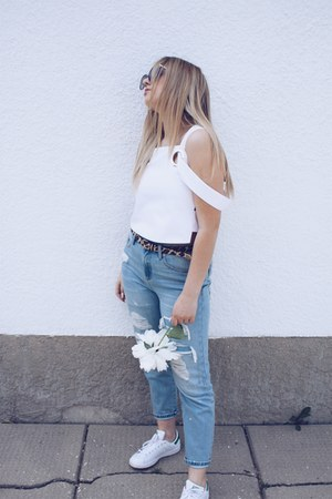 white rings Zara top - light blue mom jeans garage jeans