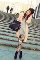 grey Northland shirt - wool Didi Style hat - flowers King Kong leggings