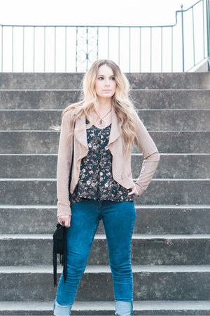 black top - dark brown lace-up booties boots - blue jeans - camel jacket