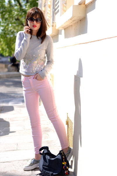 pink skinny Pimkie jeans - blue suede Kate Lee bag - floral andré pumps