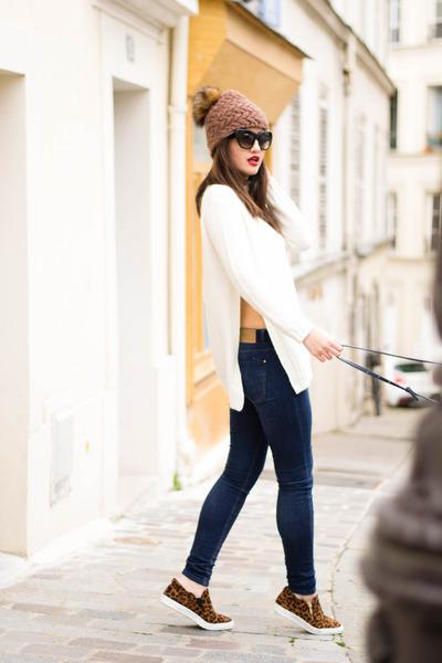 white Zara jumper - brown Nordbron hat