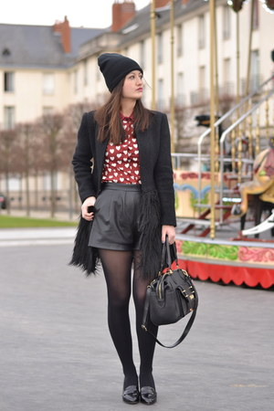 red heart Persun Mall shirt - black fluff By Fabrio coat - black net Pimkie hat