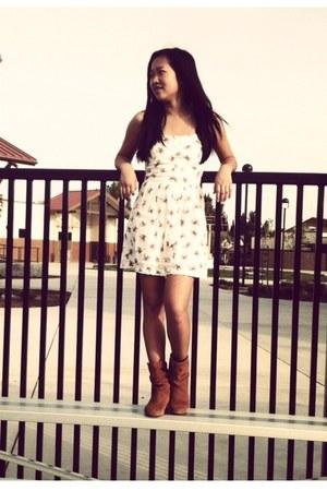 beige floral Forever 21 dress - tawny Steve Madden boots