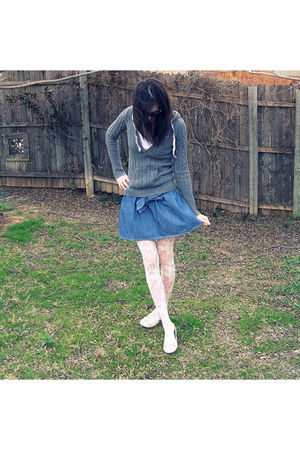 gray hollister sweater - blue Forever 21 skirt - white Forever 21 tights - beige